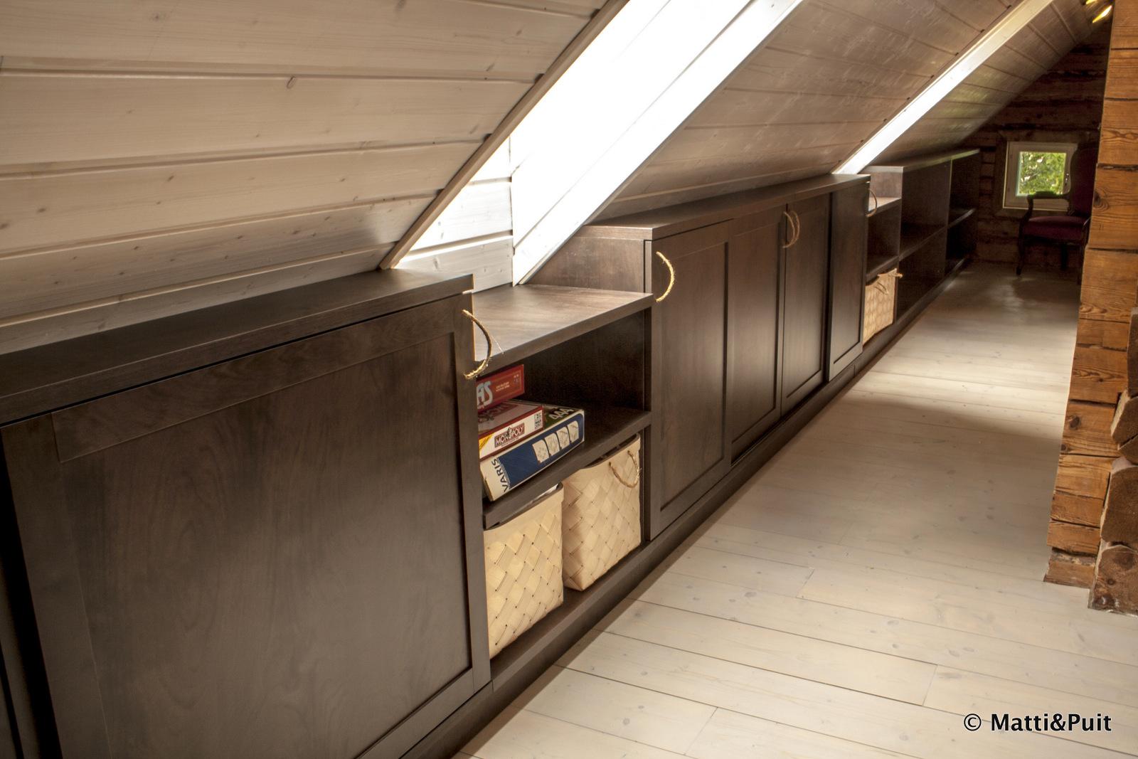 Täispuidust riiulilahendus viilkatuse alla, mattipuit.ee